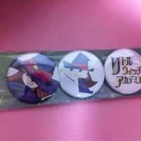 Des badges Little Witch Academia, super animé du studio Trigger