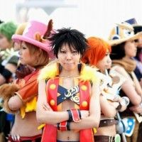 Un cosplay de One Piece avec une belle composition