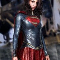Jolie SuperGirl façon Man of Steel