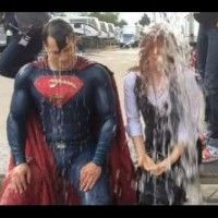 Le IceBucket challenge de #Superman est terrible! #WarnerBros
