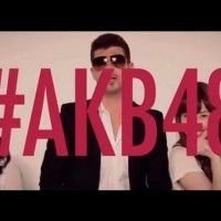 AKB48 danse avec Robin Thicke Blurred Lines