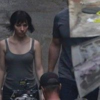 Photo tournage Ghost In The Shell Scarlett Johansson dans les rues de Hong Kong